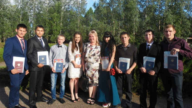 Студенты физкультурного отделения с классным руководителем Т.И. Григорьевых