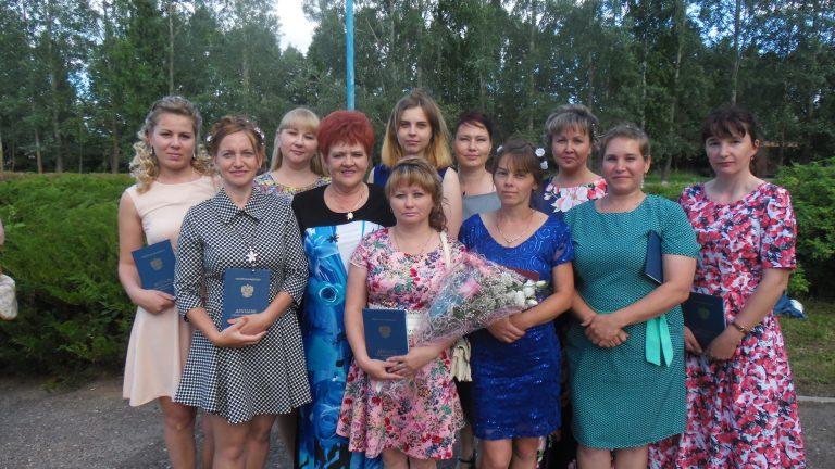 Студенты дошкольного заочного отделения, зав. заочным отделением Л.В. Жубрина