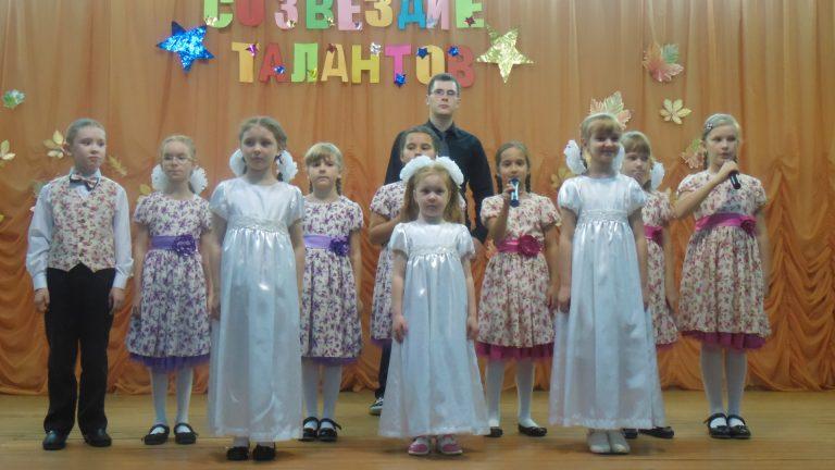 Песня «Свет», исполняет Цапаев Александр 3 «ам» и студия сольного пения «Капель», музыкальный руководитель Светлана Сергеевна Наумова
