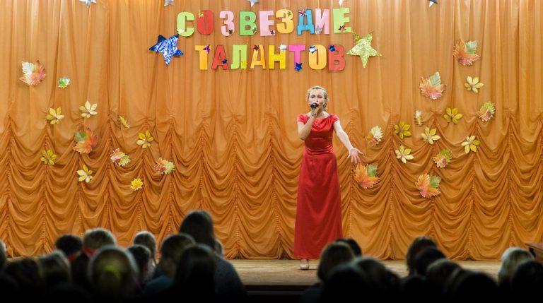 Захарова Ирина 3 «ф» исполняет песню «Кукушка»