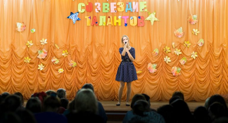Песня «Мама» исполняет Михайлова Кристина 3 «нк»