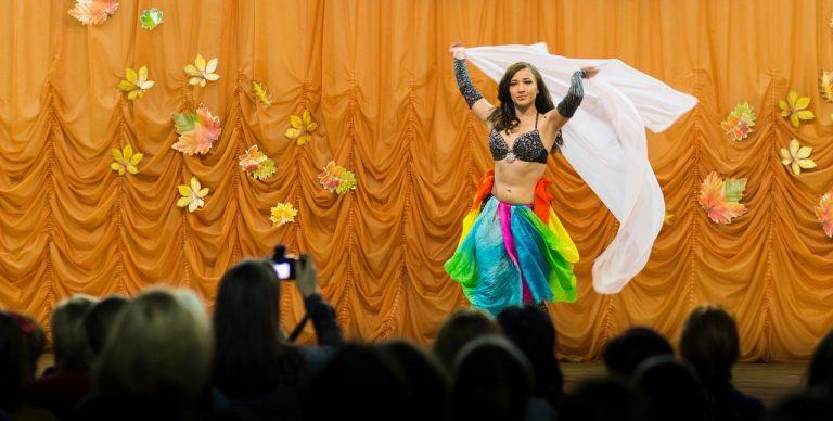 Восточный танец, исполняет Ларионова Татьяна 2 курс отделение прикладная информатика
