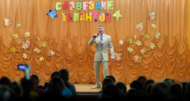 Газизов Алмаз, студент школьного отделения 3 «нк11» исполняет татарскую песню «Тукта янгр»
