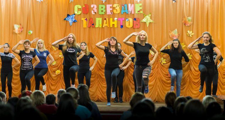 Танец в исполнении выпускной группы школьного отделения