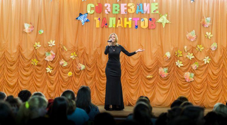 Песня «Я тебя не забуду», исполняет студентка выпускной группы дошкольного отделения Минзарипова Гузялья