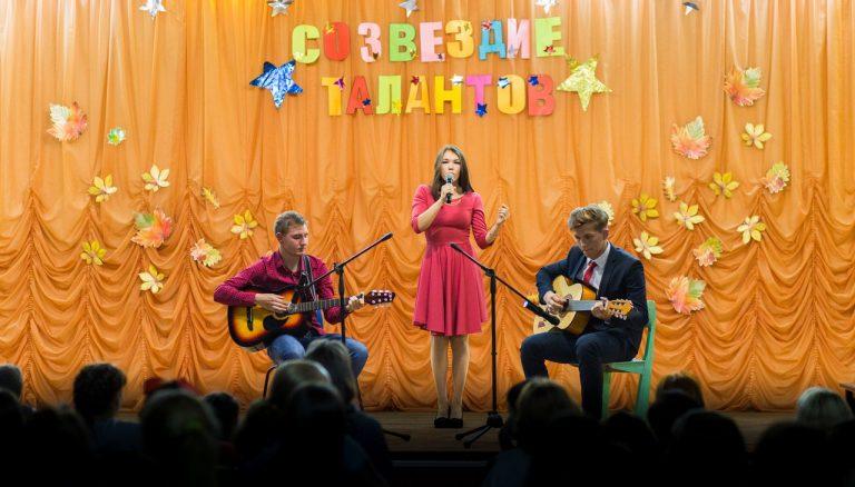 Песня под гитару «Будешь моей стеной» в исполнении Окуневой Анастасия группа нового набора физкультурного отделения